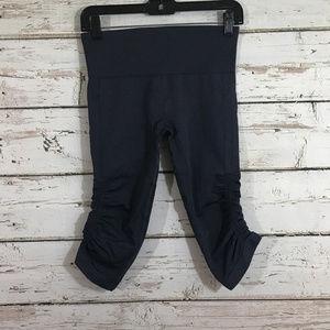 Lululemon Dark Blue compression cropped leggings